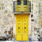 L'entrée à un petit appartement dans les sud de l'Europe images stock