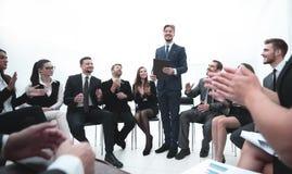 L'entraîneur d'affaires communiquent avec l'équipe d'affaires Photographie stock