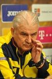 L'entraîneur et les joueurs de l'équipe de football nationale de la Roumanie Images stock