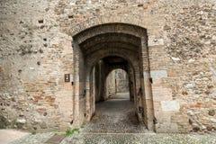 L'entrata al castello Scaliger in vecchia città Sirmione sul lago Lago di Garda Immagini Stock Libere da Diritti
