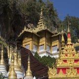 Tempie alla caverna di Pindaya - Myanmar Fotografia Stock Libera da Diritti