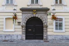 L'entrata arcivescovile del palazzo Fotografie Stock Libere da Diritti