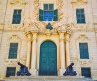 L'entrata a Auberge Castille, La Valletta, Malta immagini stock