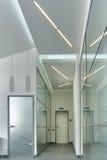 L'entrata dell'ufficio, alto e bianco Fotografia Stock