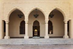 L'entrata della moschea con i portelli si apre Immagine Stock Libera da Diritti