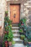 L'entrata di una casa in una via stretta della v pittoresca Fotografie Stock Libere da Diritti