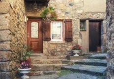 L'entrata di una casa in una via stretta della v pittoresca Immagine Stock Libera da Diritti