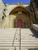 L'entrata principale di vecchia cattedrale fotografia stock