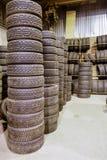 L'entrepôt de pneu image stock