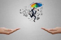 L'entrepreneur avec le parapluie saute par l'espace images stock
