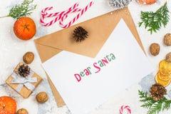 L'enveloppe avec de papier préparent pour écrire une lettre à Santa Claus Images stock