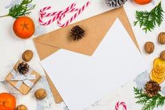 L'enveloppe avec de papier préparent pour écrire une lettre à Santa Claus Photos stock
