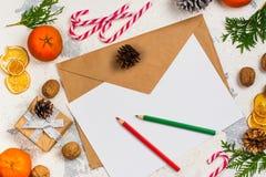L'enveloppe avec de papier préparent pour écrire une lettre à Santa Claus Image libre de droits