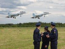 L'envergure de deux avions militaires Image stock