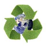 L'erba reale ricicla il simbolo con il globo Fotografia Stock