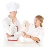 L'esame per il cuoco, cuochi team e pollo grezzo Immagine Stock