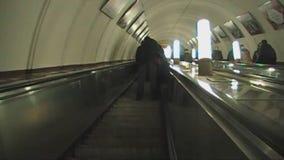 L'escalator vers le bas clips vidéos