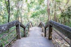 L'escalier pour aller à travers la colline Photographie stock libre de droits