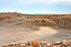 L'escavatore dietro l'operazione Fotografie Stock Libere da Diritti