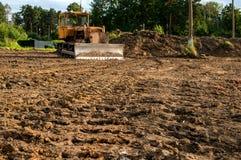 L'escavatore ha rimosso la terra che lascia le tracce Fuoco selettivo Copi lo spazio Fotografia Stock