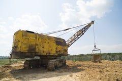 L'escavatore produce l'argilla Fotografia Stock