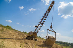 L'escavatore produce l'argilla Fotografie Stock Libere da Diritti
