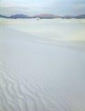 L'escursione delle dune nel bianco insabbia il monumento nazionale, New Mexico all'alba fotografie stock libere da diritti