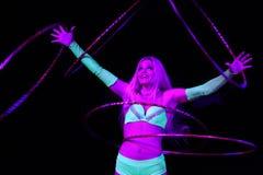 L'esecutore di circo esegue il hula-hoop in Humberto Circus Fotografia Stock Libera da Diritti