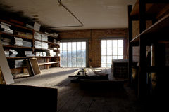 L'espace abandonné de grenier Photo libre de droits