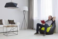 L'espace confortable parfait pour le chillout d'après-midi images libres de droits