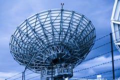 L'espace d'antenne parabolique images libres de droits