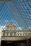 L'espace d'entrée du musée de Louvre, Paris Image libre de droits