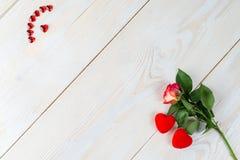 L'espace de copie de disposition pour le fond en bois des textes avec des fleurs, coeur Photographie stock libre de droits