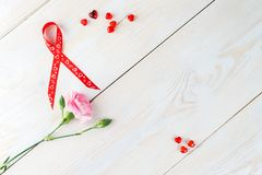 L'espace de copie de disposition pour le fond en bois des textes avec des fleurs, coeur Photos libres de droits