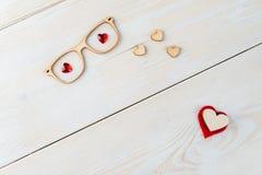 L'espace de copie de disposition pour le fond en bois des textes avec des fleurs, coeur Image stock