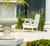 L'espace de détente dans le jardin confortable Photos libres de droits