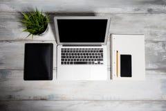 L'espace de fonctionnement digitalisé pour le bureau Image libre de droits
