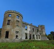 L'espace de fond de ciel bleu de château de Kilwaughter pour la copie des textes Images libres de droits
