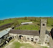L'espace de fond de ciel bleu de château de Kilwaughter pour la copie des textes Photos libres de droits