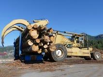 L'espace en bois de notation de copie de ciel bleu de bois de construction de camion de machines de forêt images libres de droits