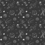 L'espace gribouille le modèle sans couture d'icônes Croquis tiré par la main avec des météores, Sun et lune, radar, fusée d'astro Photos libres de droits
