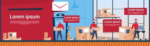 L'espace intérieur de copie de bannière d'entrepôt de service de Robots Carry Boxes Delivery Package Post de messager Images stock