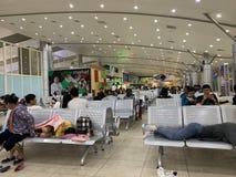 L'espace ? l'int?rieur d'une maison de attente d'a?roport, proc?dures de attente d'enregistrement de personnes - came Ranh, Vietn image stock