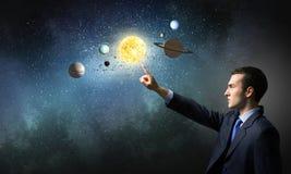 L'espace l'explorant d'homme photos stock