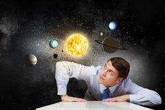 L'espace l'explorant d'homme Image libre de droits