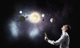 L'espace l'explorant d'homme images stock