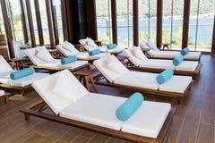L'espace piscine de lieu de villégiature luxueux de station thermale Photographie stock libre de droits
