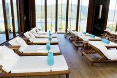 L'espace piscine de lieu de villégiature luxueux de station thermale Image libre de droits