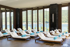 L'espace piscine de lieu de villégiature luxueux de station thermale Photos stock