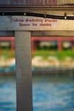 L'espace pour la vénération bouddhiste thaïlandaise de signe de moines Image stock